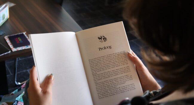 Voorlezen in het Kunstcafé
